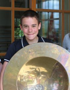 Erster Riesenerfolg für Simon Eder. Er gewann die Youngster-Schüssel Bild: Dr. Volker Göbner, Pressebüro Schreib.W.U.T